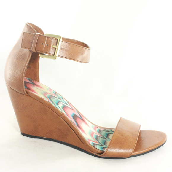 1fa1e3e31347 American Eagle By Payless Shoes - Like New AMERICAN EAGLE Brown Wedge  Sandals